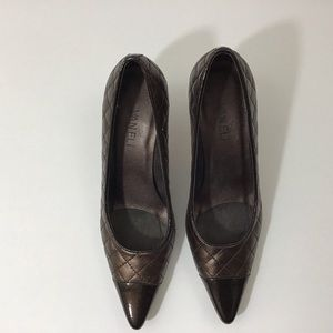 Vaneli Shoes - VANELi QUILTED AND PATENT LEATHER BROWN PUMPS